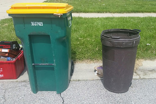 96 Gallon Toter Cart And Regular Trash Can Size Comparison Image